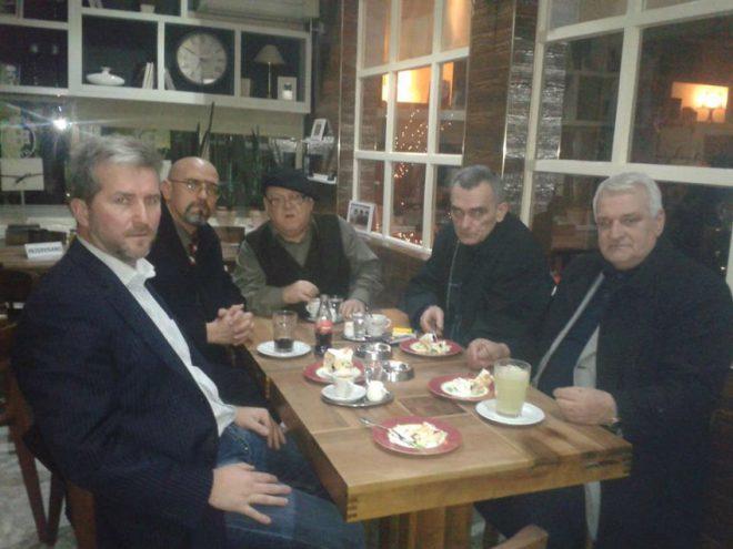 Evo me u društvu Esmira Bašiča, Fatmira Alispahića,akademika Abdulaha Sidrana i književnika Željka Grahovca
