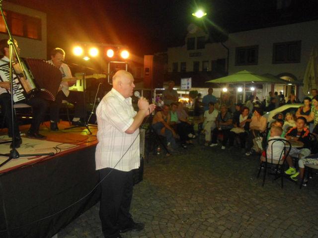 Senad Durkalić najstariji učesnik koncerta, ali još uvijek sa glasom iz najboljih pjevačkih dana